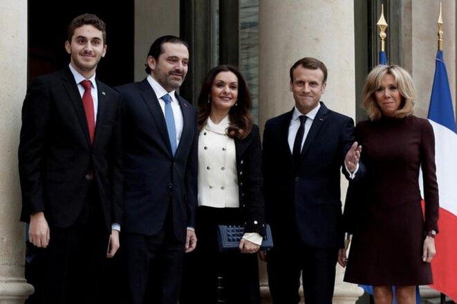 Saad Hariri, sa femme et son fils, avec Emmanuel et Brigitte Macron, ce 18 novembre sur le perron de l'Élysée. © Reuters/Benoit Tessier