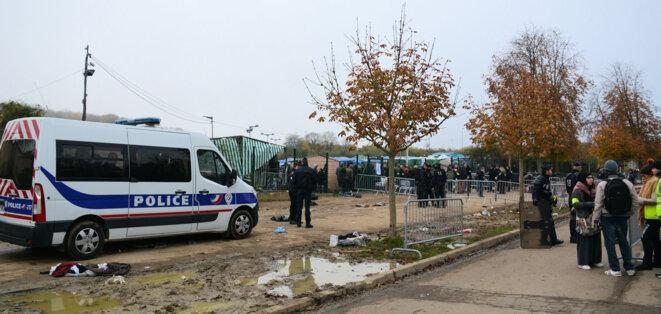 Opération humanitaire ou policière?