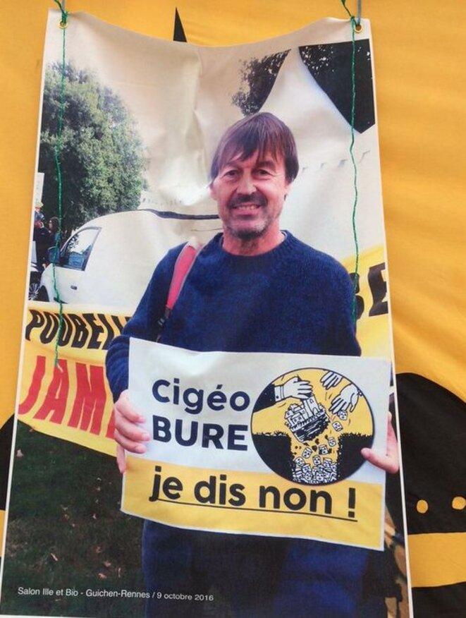 La Bretagne a ceci de particulier qu'elle vous met facilement face à vos contradictions. Ici, Nicolas Hulot photographié au salon de Guichen près de Rennes.