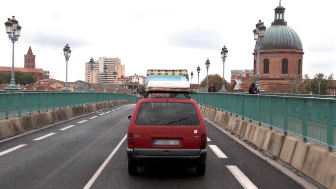 """""""En route"""", extrait du film """"Un toit sur la tête """" [© Narratio film]"""