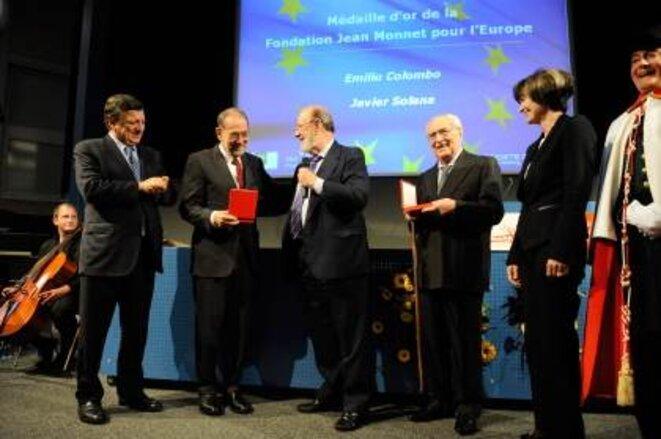 Cérémonie de remise des médailles d'orde la Fondation Jean Monnet pour l'Europe:Micheline Calmy-Rey,Emilio Colombo, José María Gil-Robles,Javier Solana et José Manuel Barroso(de droite à gauche - photo CE). © Commission européenne