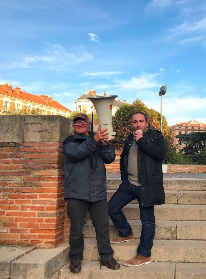 Thomas Couderette au micro, place Saint-Etienne, à Toulouse, le 15 novembre [Ph. YF]