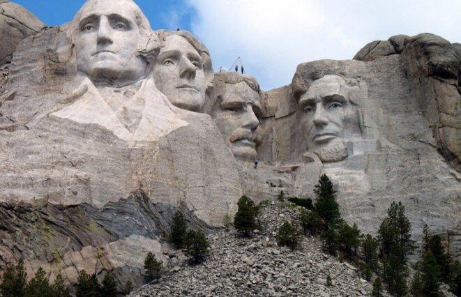 Le Mont Rushmore - George Washington, Thomas Jefferson, Théodore Roosevelt et Abraham Lincoln (de gauche à droite).