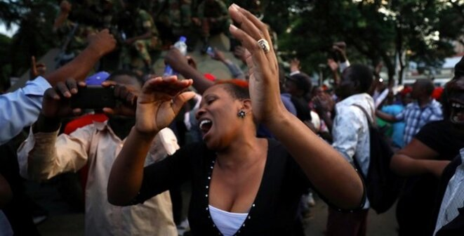 Scène de liesse à Harare. 21/11/2018 © Reuters / Mike Hutchings.