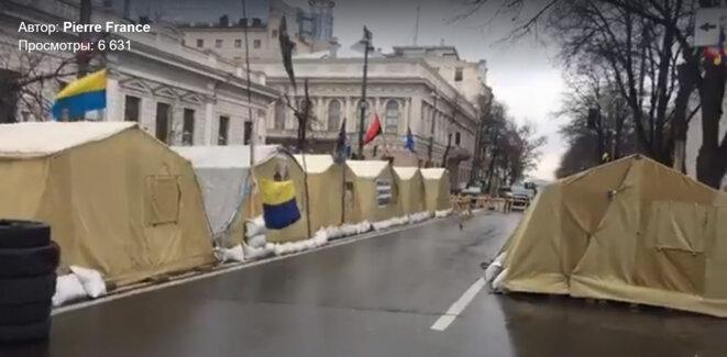 Camp de toile devant le parlement ukrainien © PIERRE HAFFNER