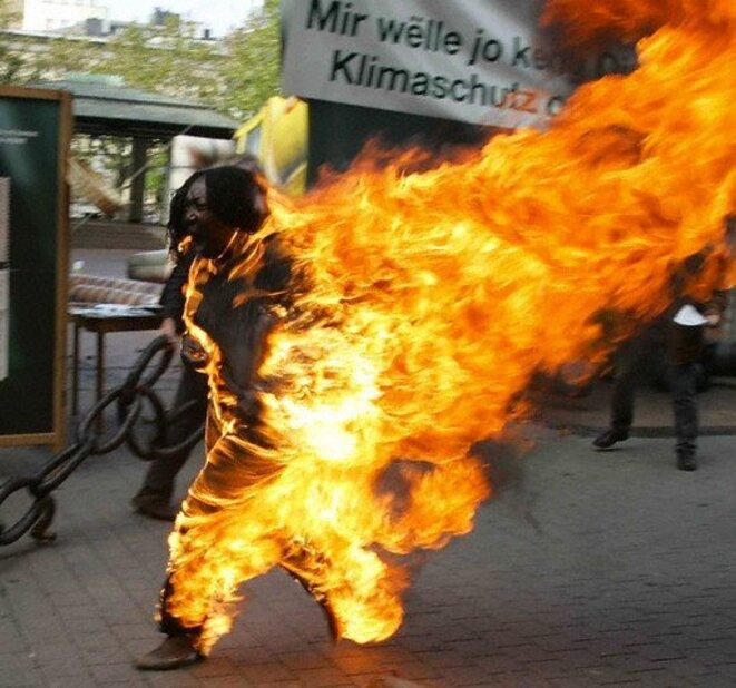 Suicide par le feu, l'un des actes les plus courageux et désespéré pour attirer l'attention sur la situation des Afrodescendants en €urope au 21ème siècle