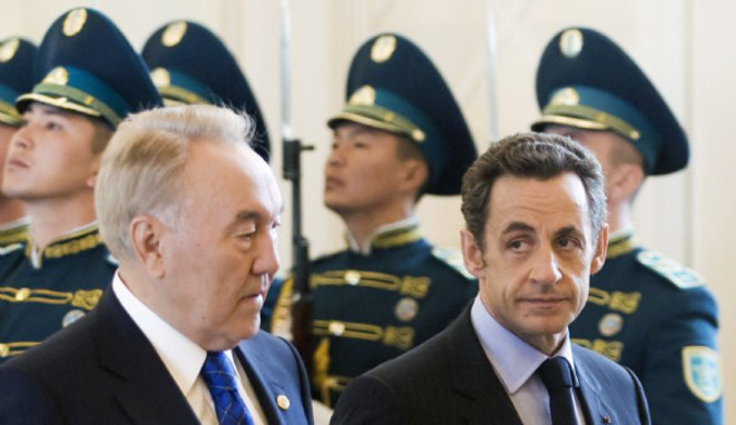 Kazakh president Nursultan Nazarbayev (left) with then French president Nicolas Sarkozy in Astana on October 6th 2009 when they signed the contract for two EADS satellites. © Reuters