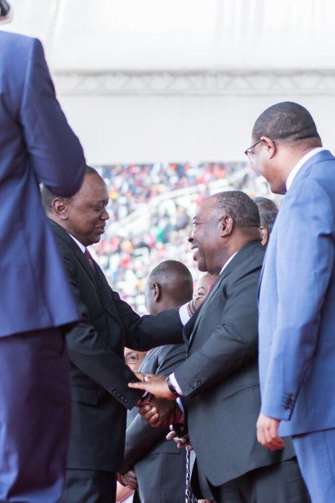 KENYA-Poignée de mains entre les deux chefs d'Etat-ALI BONGO ONDIMBA & UHURU KENYATTA