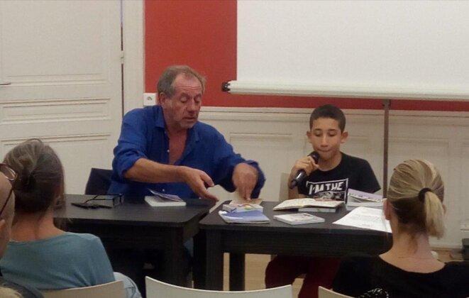 Patrick Laupin et Yanis lors d'une lecture publique. © Patrick Laupin
