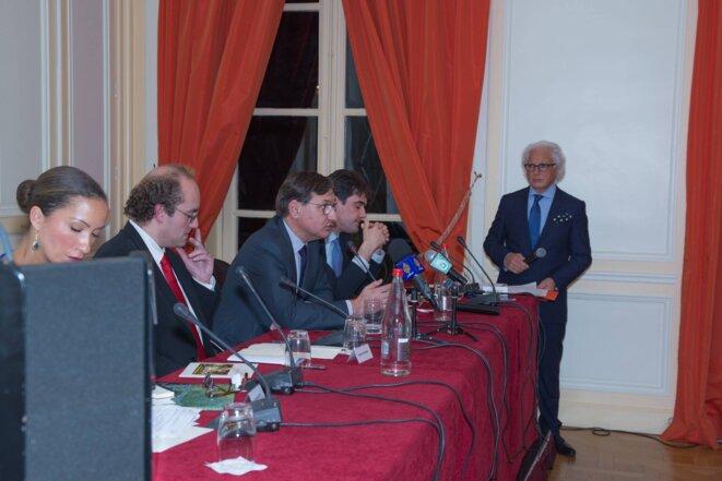David Rigoulet-Roze (chercheur) , Eric Alain des Beauvais (expert financier) et Sébastien Wesser (directeur de recherche) ont rappelé queles milieux d'affaires étaient attentifs à la stabilité de la région pour renforcer leurs investissements. Wissam Benichouprésidait cesdébats.