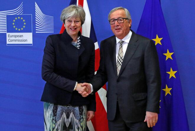 Theresa May et Jean-Claude Juncker lundi 4 décembre à Bruxelles © Reuters / Yves Herman.
