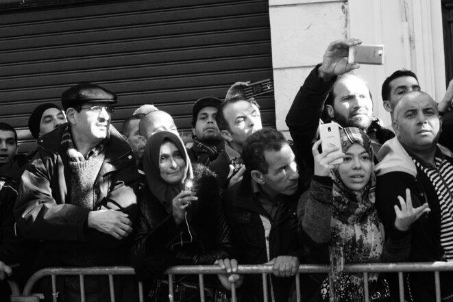 De nombreux Algériens ont demandé à Emmanuel Macron de leur faciliter l'obtention de visas pour la France © Rachida El Azzouzi