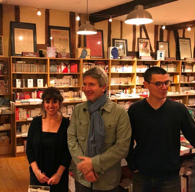 Lors de la séance de dédicace à la librairie Les Petits Papiers à Auch [Ph. YF]
