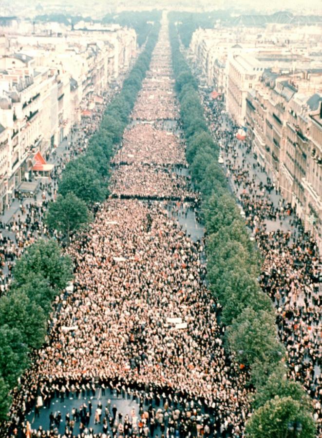 Manifestation du 30 mai 1968, Champs-Élysées, Paris.