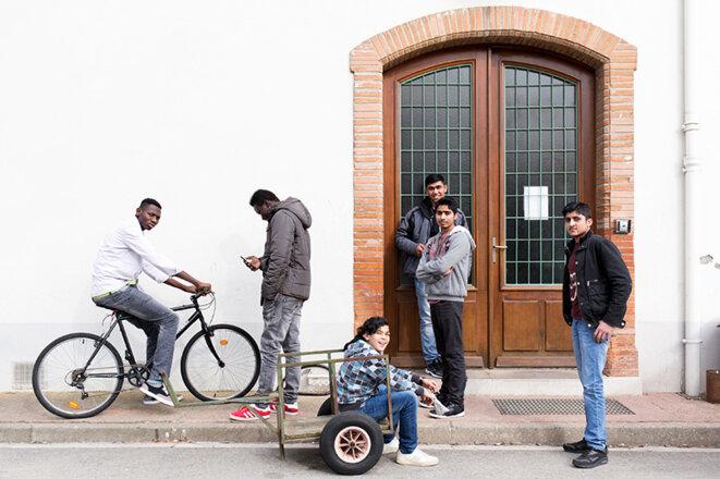 Pause pour une classe de FLE au foyer pour mineurs isolés étrangers de Saverdun, 2016. © Célia Bonnin