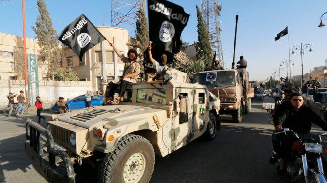 Parade de l'État islamique dans les rues de Raqqa, en Syrie, le 30 juin 2014. © Reuters
