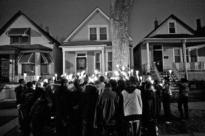 """Carlos Javier Ortiz, """"Night Vigil, Englewood, Chicago, 2008"""", photographie, Galerie Les Douches, Paris © Carlos Javier Ortiz"""
