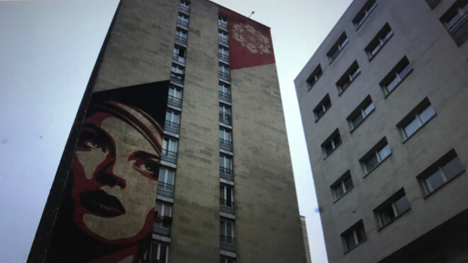 Street Art institutionnel (artiste : OBEY) – Métro Ligne 6, Paris 13e © Philippe Petit