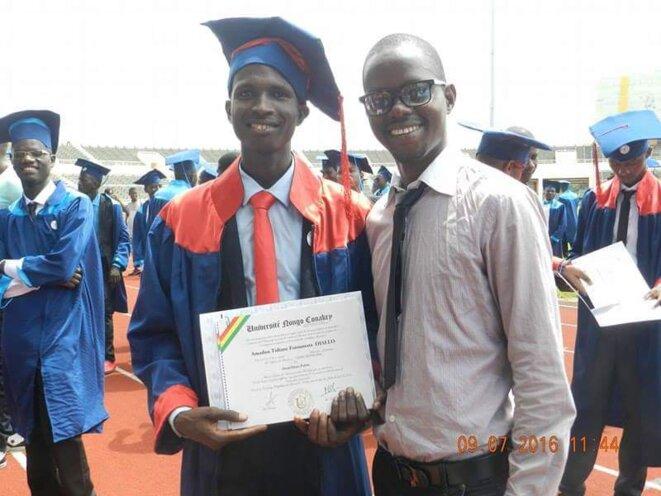 Amadou Tidiane (à gauche) et son meilleur ami, tué par la police lors de la manifestation du 16 août 2016, à Conakry. © DR