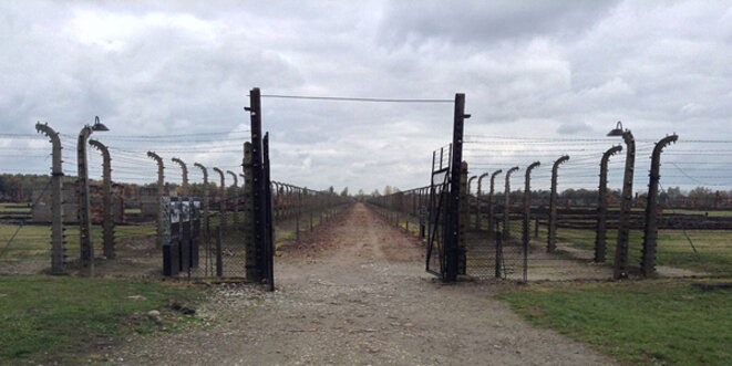 Kazimierz Piechowski a quitté Auschwitz par la grande porte. © Alexamndre Lepage QC Wikimedia Commons CC-BY-SA 4.0int