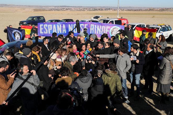 Mitin de la izquierda independentista ERC, el martes 18 de diciembre de 2017, el último día oficial de campaña, delante de la prisión madrileña donde se encuentra su líder, Oriol Junqueras. © Reuters / Sergio Perez