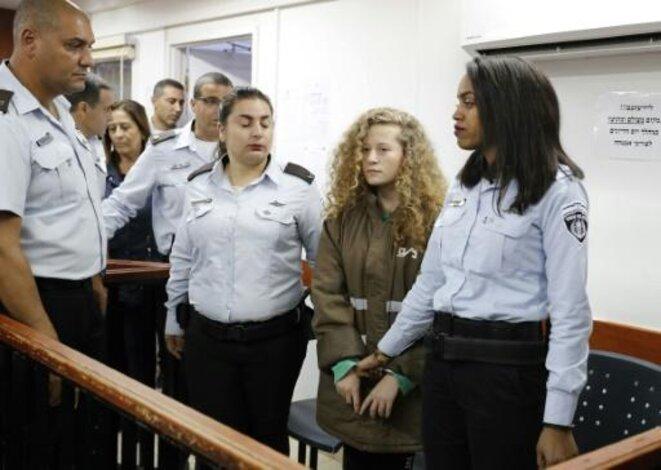 L'adolescente palestinienne Ahed Tamimi au cours d'une audience au tribunal militaire israélien d'Ofer, en Cisjordanie occupée, le 28 décembre 2017 - AFP