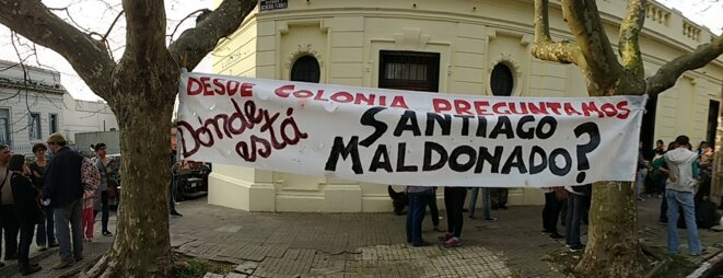Manifestation devant un consulat argentin en Uruguay : « Où est Santiago Maldonado? »