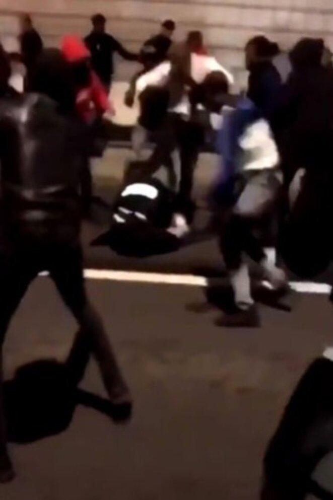 Capture d'écran de l'agression dont est victime une policière à Champigny-sur-Marne. © DR