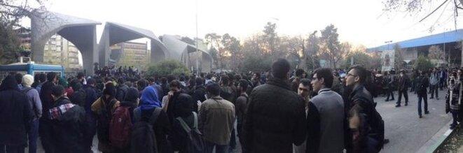 Manifestation à Téhéran (Iran), le 30 décembre 2017. © Reuters (image extraite des réseaux sociaux)
