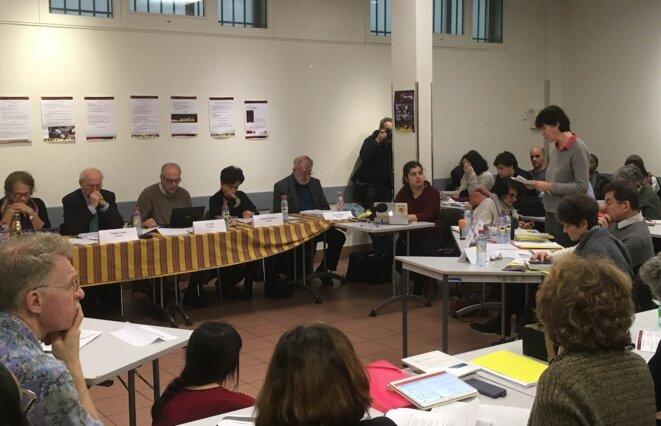 Lecture de l'acte d'accusation lors du procès organisé à Paris par le tribunal permanent des peuples, le 4 janvier 2018. © CF