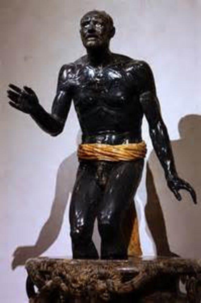 Sénèque mourant, IIe siècle après J.-C. Rome,Marbre noir et albâtre, vasque en brèche violette, Musée du Louvre, Paris