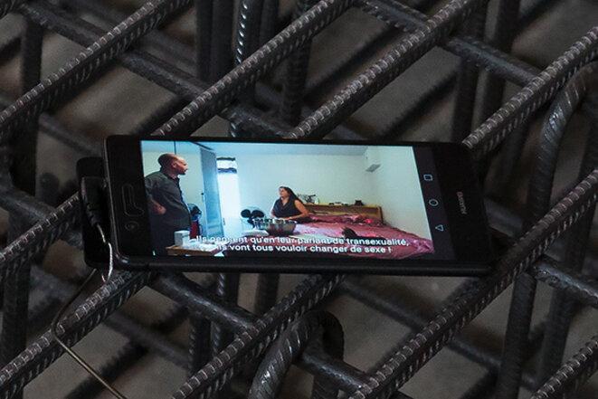 """Jean-Benoît Lallemant, """"Territoriality, Topography n°1, Danielle, Montréal, Canada"""". pierre de Beaunotte (France), armature, smartphone, écouteurs. Video 34,41 min © Jean-Benoît Lallemant"""