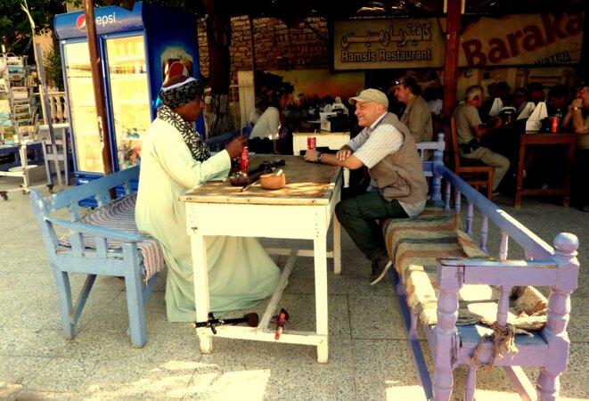 Rencontre avec un Nubien ville d'Esna prés d'Assouan © patrick compas