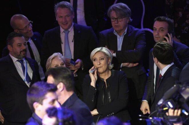 Le 4 avril 2017, lors du débat télévisé précédant le premier tour. Marine Le Pen entourée de Philippe Olivier, sa sœur aînée Marie-Caroline Le Pen, le député Gilbert Collard, Florian Philippot, et le secrétaire général du FN Nicolas Bay. © Reuters