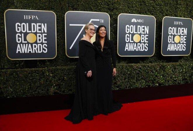Ceremonia de los Globos de Oro, 7 de enero de 2018. La actriz Meryl Streep y Ai-jen Poo, directora del Sindicato de Trabajadoras Domésticas, vestidas de negro en homenaje a las víctimas de agresiones sexuales. Como todas las mujeres esa noche. © Reuters