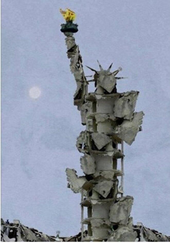 Statue de la liberté refaite par Tammam Azzam, un artiste syrien, avec les débris de sa propre maison.