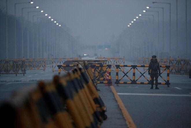 À la sortie du pont de la grande unification, au sud de la zone démilitarisée qui sépare les deux Corées, lundi 15 janvier 2017. © Reuters