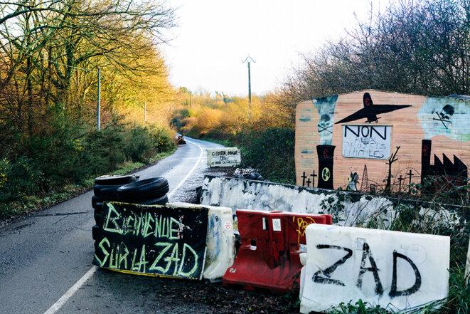 La RD281, dans la ZAD, la fameuse « route des chicanes ». © Yann Levy / Hans Lucas