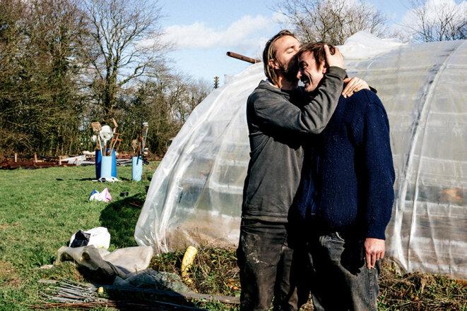 """À la Noé verte, """"gibier"""" avec son frère Max. © Yann Levy / Hans Lucas"""