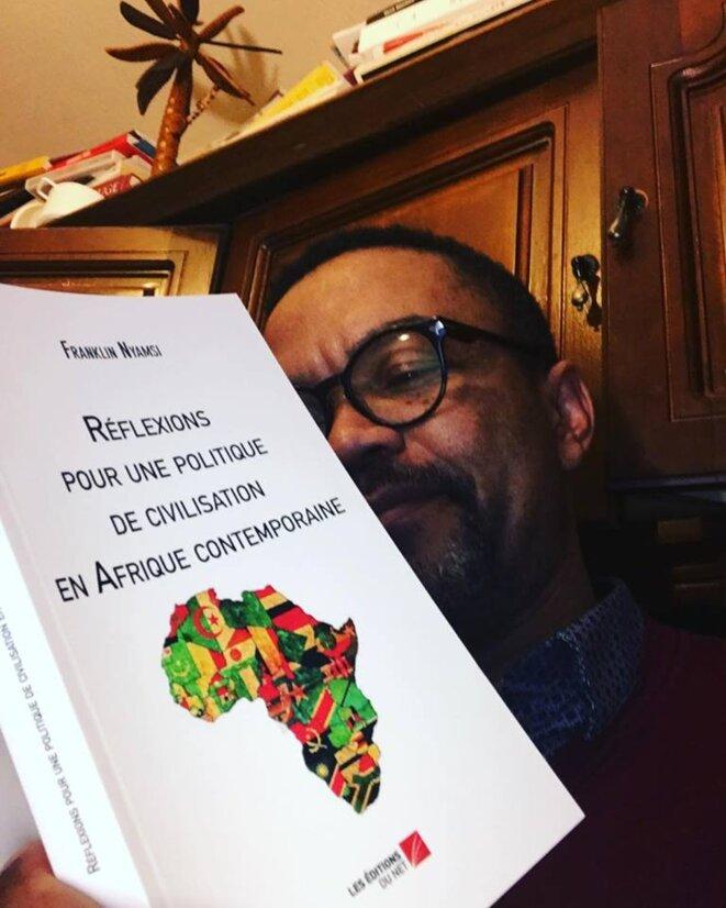Avec mon dernier livre publié en Janvier 2018 © Franklin Nyamsi