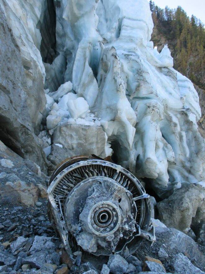 Des pièces du Boeing ne cessent d'apparaître dans les glaces du mont Blanc. © David Cartoum