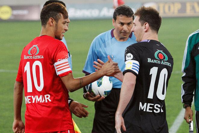 Lionel Messi y Neymar durante un partido benéfico en Lima (Perú) el 2 de julio de 2013. © Reuters