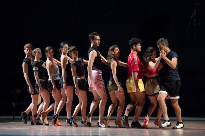 """Mathilde Monnier et Alan Pauls, """"El Baile"""" Chaillot, Théâtre national de la danse © Laurent Philippe"""