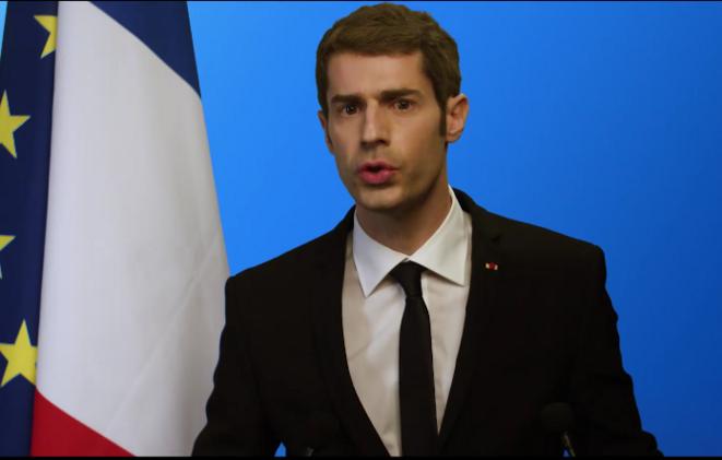 Benjamin Gasquet dans le rôle d'Emmanuel Macron © Pierre Zellner