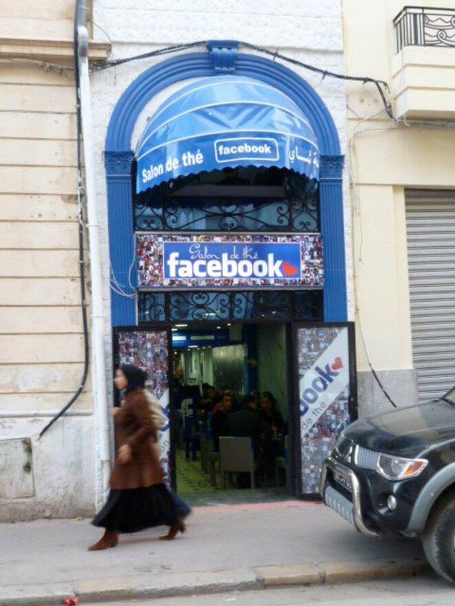 Un cybercafé à Tunis (2011) © Schams El Ghoneimi