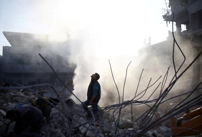 Après un bombardement à Hamoria, dans la plaine de la Ghouta, vendredi 9 février 2017. © REUTERS/Bassam Khabieh