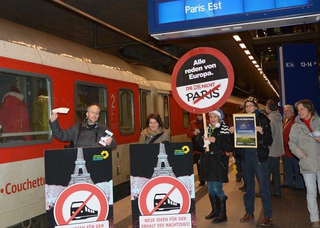 Fin 2015 Matthias Gastel manifestait pour le maintien des Intercités de nuit de la DB vers Paris © Matthias Gastel