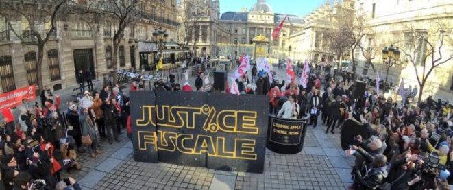Manifestation de soutien à Attac devant le palais de justice à Paris, le 12 février © DR