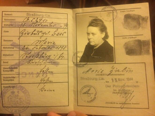 Papiers d'identité de Marie Joséphine Baas, mon arrière grand-mère © Schams El Ghoneimi