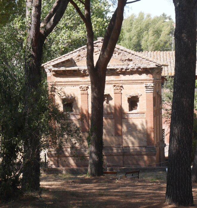 Cénotaphe d'Annia Regilla, fille de la noblesse romaine, battue à mort sur ordre son mari Erode Attico alors qu'elle était enceinte de huit mois en l'an 160 (Via Appia, Rome).